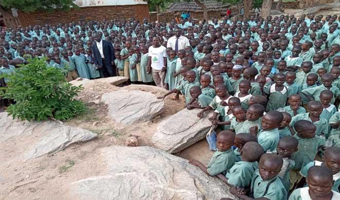 Vor- und Grundschüler in den Nubabergen