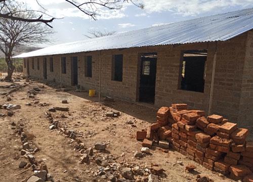 Außenansicht des Schlafsaals der Sekundarschule St. Joseph mit einer Kapazität von 40 mehrstöckigen Betten im Mai 2020