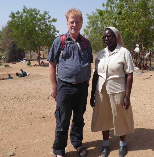 Dr. Thomas Kemper und Begleiterin in den Nubabergen